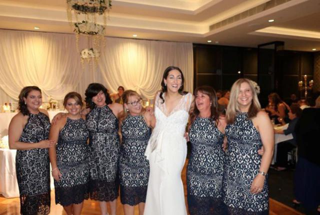 Шесть женщин пришли на свадьбу в одинаковых платьях. Случайно