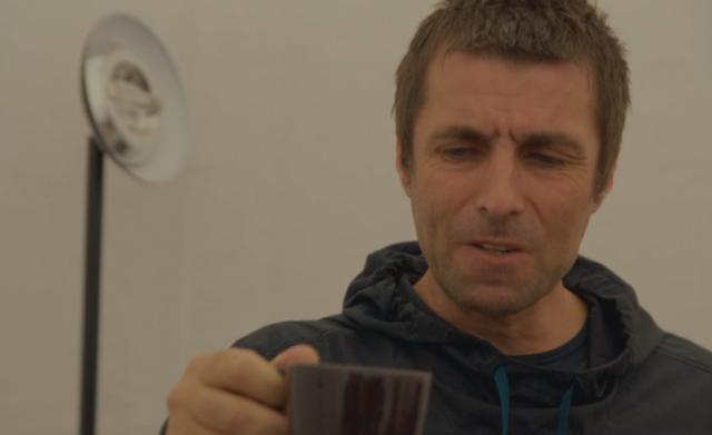 Приходится заваривать чай самому: солист Oasis пожаловался на сложную жизнь