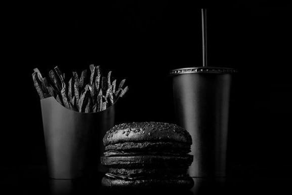 Цвет настроения черный: 6 черных блюд, которые можно попробовать в Киеве