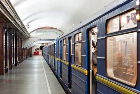 Официально: в Киеве с понедельника откроют метро
