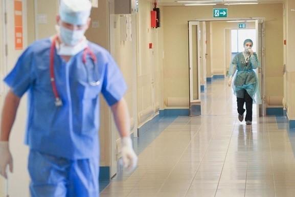 Украинским врачам с осени планируют повысить зарплаты до 75%