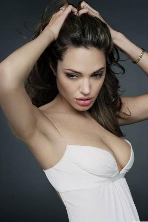 Анджелине Джоли все равно что о ней пишут