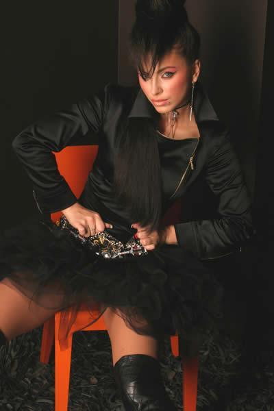 Ани Лорак начала носить просторную одежду из-за особого положения. Фото