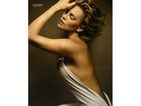 Сексуальная Шарлиз Терон позировала для майского выпуска Esquire US