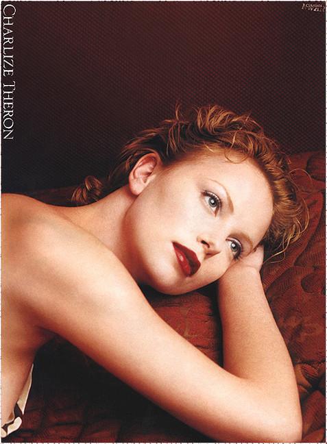Шарлиз Терон снялась в эротической фотосессии