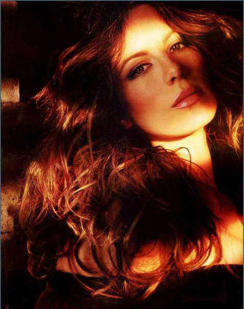 Роскошная Кейт Бекинсейл вновь облачилась в латекс. Фото