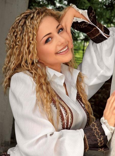 Тина Кароль начала концертный тур