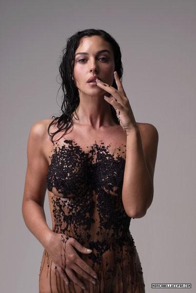 Беременная Моника Беллуччи разделась для Vanity Fair. Фото
