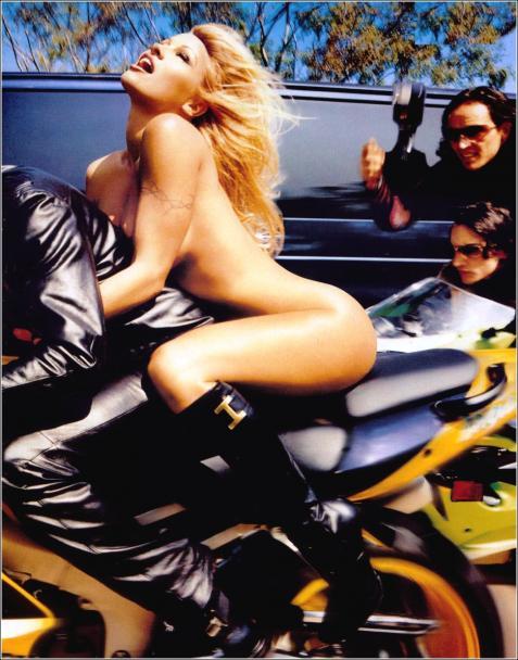 Купальник Памелы Андерсон уйдет с молотка. Фото