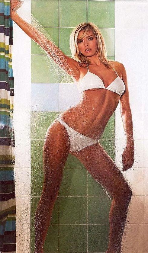 Вера Брежнева украсила обложку модного журнала. Фото